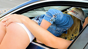 Look at this young lady getting into the car to kiss her chap